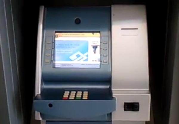 Um caixa da ATM completamente falso encontrado em Curitiba em Novembro de 2013